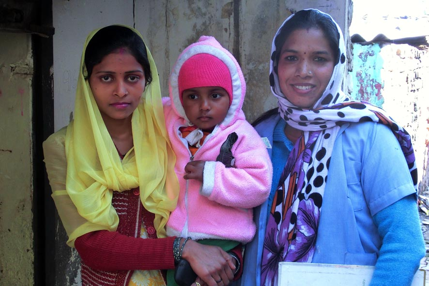 DIR Health Promoter Veena (right) with Janvi and her mother.